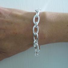 Women's link bracelet in sterling silver.