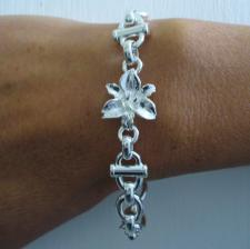 Sterling silver flower bracelet. Single flower.
