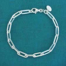 Bracciale in argento 925 massiccio, maglia allungata, filo sezione quadrata.