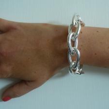 Grande bracciale in argento con catena maglie a goccia.