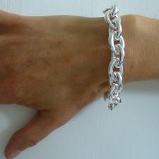 Oval link bracelet in sterling silver