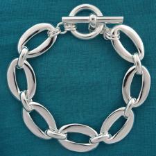 Bracciale in argento 925 MASSICCIO 45 grammi. Maglia asimmetrica con congiunzione. Chiusura T-bar...